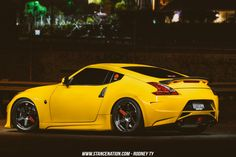 Clean & simple nissan 370Z-10
