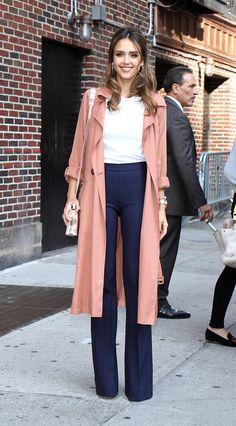 Photos : Victoria Beckham, Marie-Ange Casta, Jessica Alba... Elles succombent toutes au pantalon pattes d'eph !
