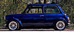Retro Cars, Vintage Cars, Mini Cooper Clasico, Classic Mini, Classic Cars, Mini Coper, Mini Morris, Jaguar, Porsche