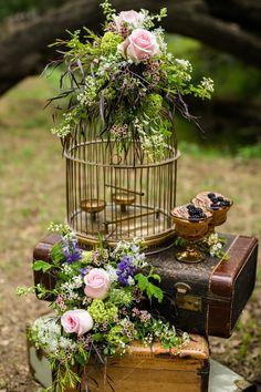 birdcage#rentmydust#suitcases#flowersareforveer