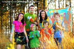 LOVE this family photo session, you can never go wrong with paint!