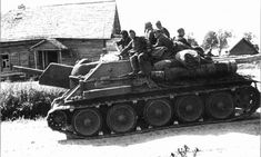 Советская самоходная гаубица СУ-122 в районе Прохоровского плацдарма. 14 июля 1943 г-Soviet self-propelled howitzer SU-122 in the area Prokhorovka bridgehead. July 14, 1943