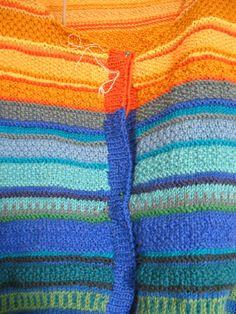 Knitting  -  Blågul kofta i mosstickning