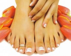 <3 french tips on my toes in the summertime.