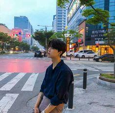 Do you trust me ? Cute Asian Guys, Cute Korean Boys, Asian Boys, Asian Men, Cute Guys, Korean Fashion Men, Ulzzang Fashion, Korean Men, Korean Boys Ulzzang