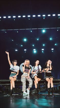 On 11 January BLACKPINK's first World Tour 2019 started in Bangkok Thailand and came to an end in Bangkok too on 14 July They went to 35 cities in Asia, North America, Europe and Oceania. Kpop Girl Groups, Korean Girl Groups, Kpop Girls, Kim Jennie, Blackpink Youtube, Blackpink Members, Lisa Blackpink Wallpaper, Blackpink Video, Kim Jisoo