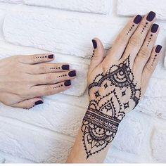 60 Festive Mehndi Designs – Celebrate Life and Love With Henna Tattoos Check more at http://tattoo-journal.com/best-mehndi-designs/