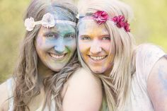 Holi-Farben-Shooting Bunt, Crown, Accessories, Jewelry, Fashion, Holi Colors, Friendship, Creative, Moda