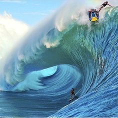 Surfing holidays is a surfing vlog with instructional surf videos, fails and big waves No Wave, Kitesurfing, Surfs Up, Big Waves, Ocean Waves, Photo Surf, Surf Mar, Wind Surf, Surf Fishing