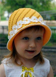 Gift presents for small baby: yellow hat, free crochet patterns by guadalupe Bonnet Crochet, Crochet Baby Hats, Crochet Beanie, Knit Or Crochet, Crochet For Kids, Crochet Clothes, Knitted Hats, Crochet Woman, Sombrero A Crochet