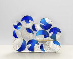 AD Collections, les pièces Éric Gizard, paravent, structure en laiton brossé, verre et vitraux.