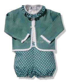 Conjunto de niño verde con topitos blancos