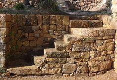 *** rénovation d'un escalier en pierres sèches