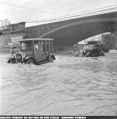 1959 - São Paulo alagada em dia de muita chuva. Foto do arquivo do jornal Última Hora.