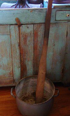 Apple butter paddle                    **** Primitive Bedroom, Primitive Homes, Primitive Furniture, Primitive Antiques, Country Primitive, Antique Furniture, Painted Furniture, Vintage Antiques, Primitive Decor
