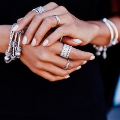 Annabelle Fleur of the blog Viva Luxury strongly believes that more is more. #PANDORAloves her dazzling and personal PANDORA style at New York Fashion Week. #PANDORAatNYFW
