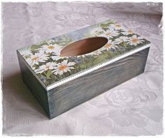 Tissue Box Covers, Tissue Boxes, Fun Crafts, Diy And Crafts, Painting Glass Jars, Kleenex Box, Decoupage Box, Craft Activities, Jewelry Organization