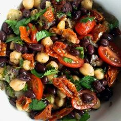 A delicious middle Eastern salad, Balela Salad is the perfect salad or dip for gluten-free, vegetarian, or vegan guests! Balela Salad Recipe, Hot Bean Dip, Veggie Recipes, Salad Recipes, Healthy Vegetarian Diet, Middle Eastern Salads, Roasted Cauliflower Steaks, Ground Beef Recipes For Dinner, Bruschetta Recipe