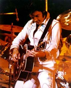 Elvis on stage at the Las Vegas Hilton in august 27  1974.