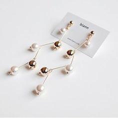 Lumen pearl earring