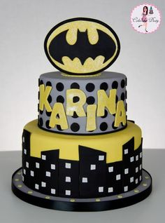 Karina's mom said that she loves Batman! It was only fitting that she got a Batman birthday cake! Spiderman Birthday Cake, Superhero Cake, Bob The Builder Cake, One Direction Cakes, Monster High Cakes, Beautiful Birthday Cakes, Beautiful Cakes, Amazing Cakes, Easy Minecraft Cake