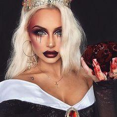 The Queen @bybrookelle ❤️❤️❤️ how amazing ❤️we adore this look #mehron squirt #blood #mehronmakeup #halloweenmakeup #mua #makeup #snowy #halloween #makeupideas #glamoween #fakeblood