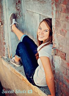 On-location, natural light photography in Muscatine, Iowa. Specializing in fresh and modern high school senior portraits. Cute Senior Pictures, Softball Senior Pictures, Country Senior Pictures, Senior Photos Girls, Senior Girl Poses, Senior Girls, Senior Posing, Senior Session, Girl Photos