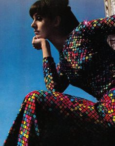 Emilio Pucci dress, Model Maria Julia, photographed by David Bailey, Italian Vogue, Nov 1966 60s And 70s Fashion, Vintage Fashion, Vintage Style, Funky Fashion, 1960s Outfits, Vintage Outfits, Vogue, David Bailey Photography, Emilio Pucci
