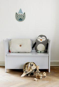 Knuffel pinguin Pingo van Deens design merk OYOY living mini. Prachtige decoratie of kraamcadeau voor kinderkamer of babykamer