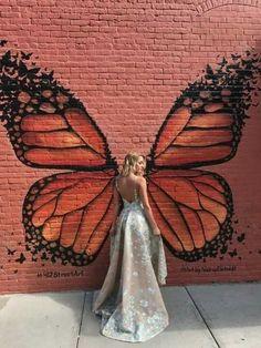 always taking the most fabulous photos with the butterfly 🦋 Graffiti Art, Murals Street Art, Amazing Street Art, Amazing Art, Mural Wall Art, Chalk Art, Public Art, Creative, Art Drawings