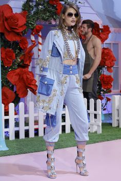 Philipp Plein - Spring 2017 Ready-to-Wear ~Interesting... not real crazy 'bout the jacket tho.