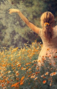 Photography dance poses freedom 43 New ideas Belle Photo, Wild Flowers, Fresh Flowers, Field Of Flowers, Hair Flowers, Summer Flowers, Orange Flowers, Boho Flowers, Flowers Nature