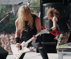 nowtheworldisgoneimjustone:  James Hetfield and Jason Newsted 1988