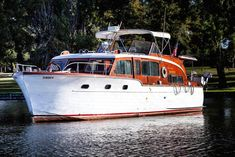 Don't Miss This Amazing Opportunity to buy a classic Chris Craft Double Cabin Flybridge Motor Yacht! The perfect cruiser or live aboard, this is a luxurious motoryacht with flawless . Cruiser Boat, Cabin Cruiser, Yacht Design, Chris Craft Boats, Power Boats For Sale, Classic Wooden Boats, Vintage Boats, Wooden Boat Plans, Yacht For Sale