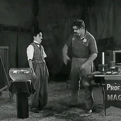 Classic Comedies, Classic Films, Charlie Chaplin Videos, Funny Short Videos, Funny Clips, Funny Games, Arya, Funny Laugh, Best Actor