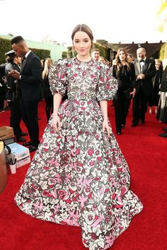 Golden Globes Fashion—Live From the Red Carpet - Kaitlyn Dever in Valentino Haute Couture Golden Globes 2020 Red Carpet: All The Fashion and Dresses - Mira Duma, Miroslava Duma, Golden Globe Award, Golden Globes, Kaitlyn Dever, Valentino Gowns, Rachel Bilson, Red Carpet Dresses, Red Carpet Fashion