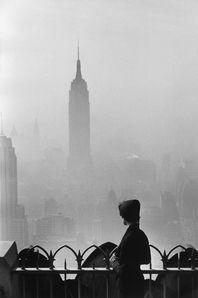 C'est l'une des expositions photos incontournables à vivre à Paris cette année. Un véritable voyage entre Paris et New York à travers le prisme du travail du mythique photographe Elliott Erwitt, qui n'a cessé de virevolter entre ces deux chères villes, l'une de naissance et l'autre de cœur. Aussi, deux hauts lieux de la photographie à Paris mettront en lumière les plus belles œuvres de l'artiste, chacune présentant le portrait d'une ville en images. La galerie La H...