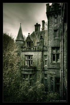 The abandoned castle Miranda, Belgium; photo via Cleo.
