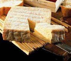 Точных данных о том, когда же именно появились первые сыры, нет. Однако мы хотим познакомить Вас с сортом сыра, который по некоторым сведениям считается старейшим в Нормандии. Пон-л'Эвек (франц. Pont-l'Évêque) — французский сыр, который изначально производили в районе одноименной коммуны, расположенной между коммунами Довиль и Лизьё в департаменте Кальвадос (Нижняя Нормандия). Вероятнее всего это самый..