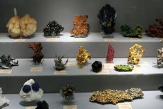Tips for displaying your gem and mineral collection.