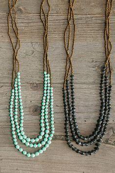 collares de piedras verdes