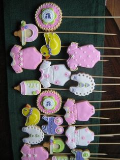 Baby Shower Decorated Cookies on a stick Cookie Favors, Candy Cookies, Cute Cookies, Cupcake Cookies, Decorated Cookies, Sugar Cookies, Cupcakes, Raindrop Baby Shower, Shower Baby