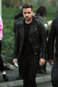 Damn it Liam cant u ever stop looking so damn hot and sexy and good looking and yummy pleeeeeaaaasse just for one day!