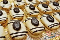 Recept Mocca oválky s kávovým zrnkem Italian Cookie Recipes, Italian Cookies, Funeral Food, Yummy Treats, Sweet Treats, Cake Recipes, Dessert Recipes, Czech Recipes, Mocca