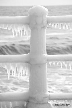 ♀White winter frozen ice