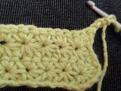 daisy stitch tutorial looks like a very nice variation of the star stitch (in french but lots of pictures) Crochet Diy, Bandeau Crochet, Crochet Amigurumi, Tunisian Crochet, Crochet Basics, Love Crochet, Crochet Crafts, Yarn Crafts, Crochet Projects