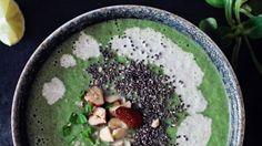 Další z řady detoxových polévek, které vás postaví na nohy! Hlavní surovinou je tentokrát brokolice v kombinaci s další zdravou zeleninou. A šmrnc celé polévce dodají chia semínka.