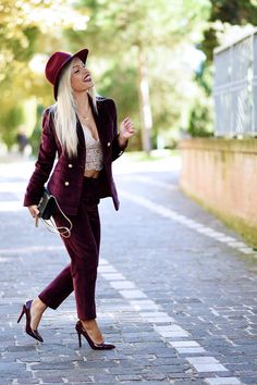 Who doesn't LOVE a Velvet Suit? Fashionista Eleonora in a Sumissura suit! Velvet Suit Design, Red Velvet Suit, Pantsuits For Women, International Fashion, Unique Fashion, Business Women, Fashion Outfits, Fashion Trends, Amazing Red