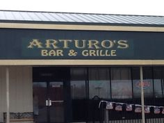 Arturo's Bar and Grille.  Located on Pearl, great fish fries.