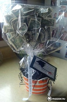 money tree wrapped like flower arrangement in pot Graduation Cards, Graduation Decorations, Graduation Ideas, Creative Gifts, Cool Gifts, Money Origami, Money Lei, Money Rose, Gift Wrapping
